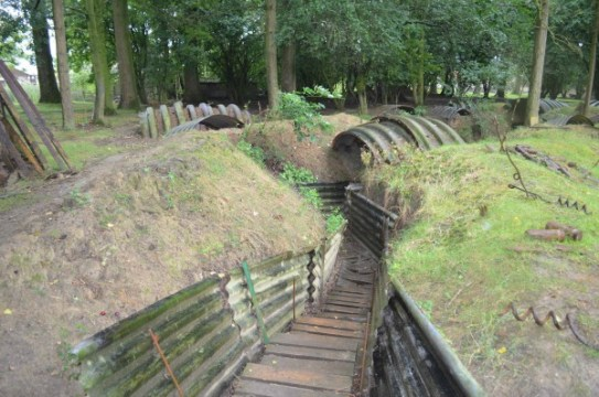 Hooge crater trenches body