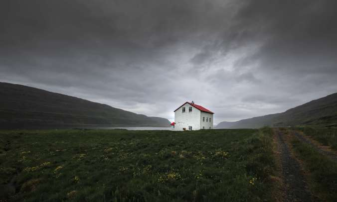 Photo of lone house in Iceland