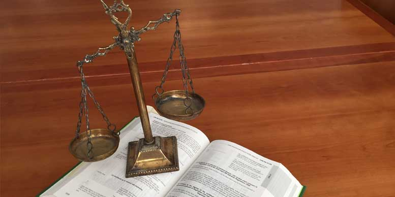 The law - Copyright: Vdollero