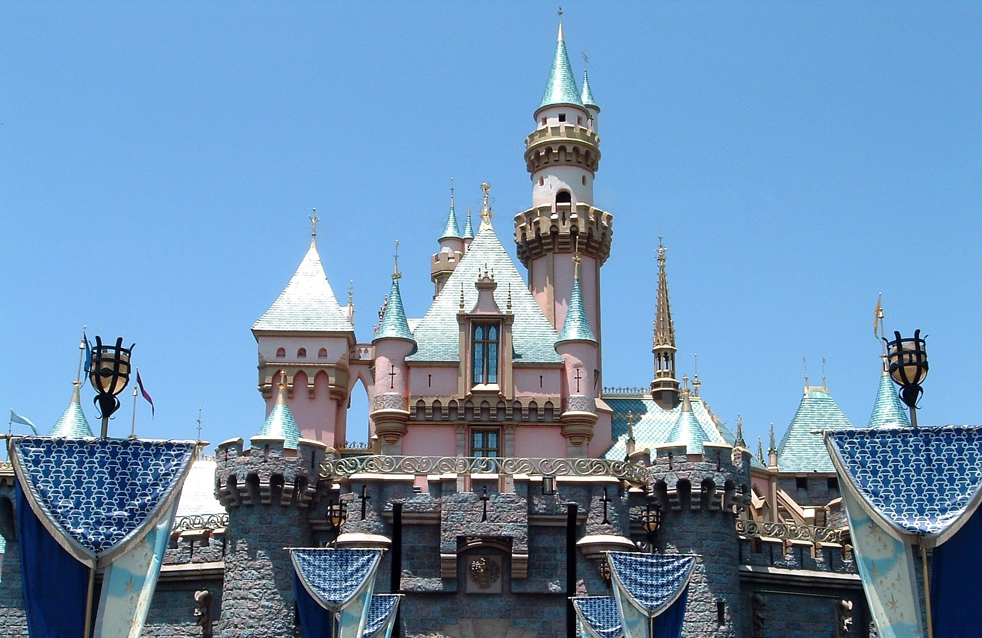 castle-of-the-sleeping-beauty-Disneyland
