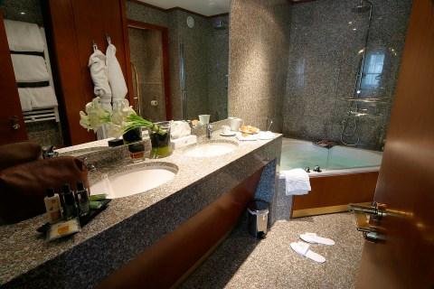 Salle_de_bains_en_granite_hotel_nice