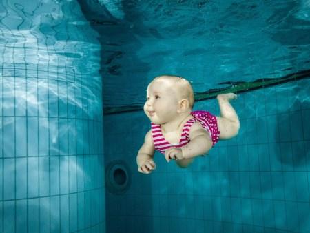 bébé enfant natation