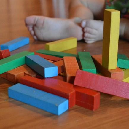 jouet bois cubes colorés
