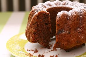 1024px-Small_Bundt_Cake_with_slice_removed