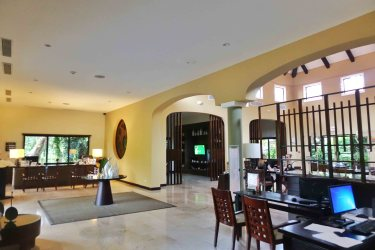 Royal Beach Club Suite Lounge