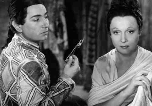 Pierre Brasseur and Arletty in Children of Paradise