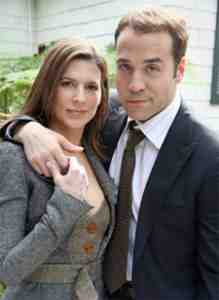 Jeremy Piven as Ari Gold and Perrey Reeves as Ari's Wife