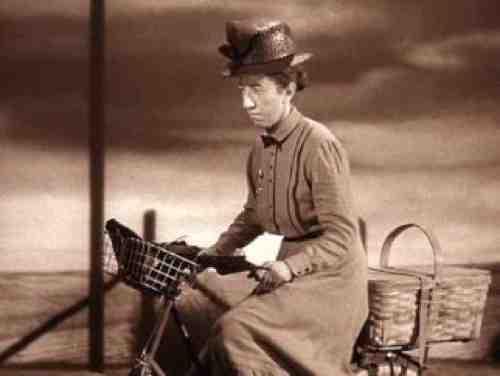 Margaret Hamilton as Miss Gulch