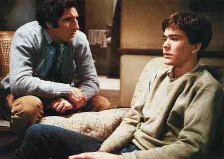 Judd Hirsch offers thoughtful counseling in Ordinary People