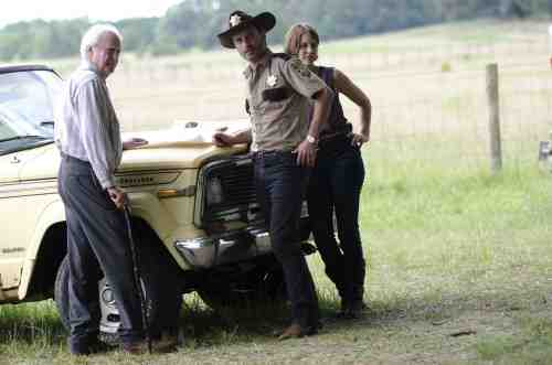Walking Dead S02E04 Hershel Rick Maggie