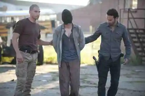 "The Walking Dead Recap: ""18 Miles Out"" (Season 2, Episode 10) 21"
