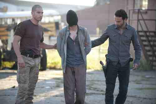 "The Walking Dead Recap: ""18 Miles Out"" (Season 2, Episode 10) 11"