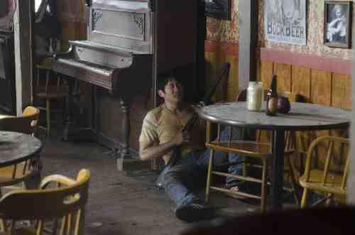 Walking Dead Glenn panics S02E09