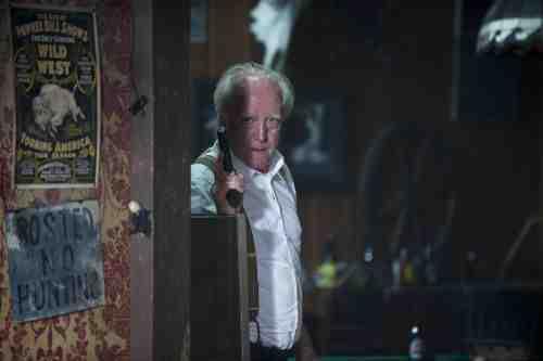 Hershel shoots a gun