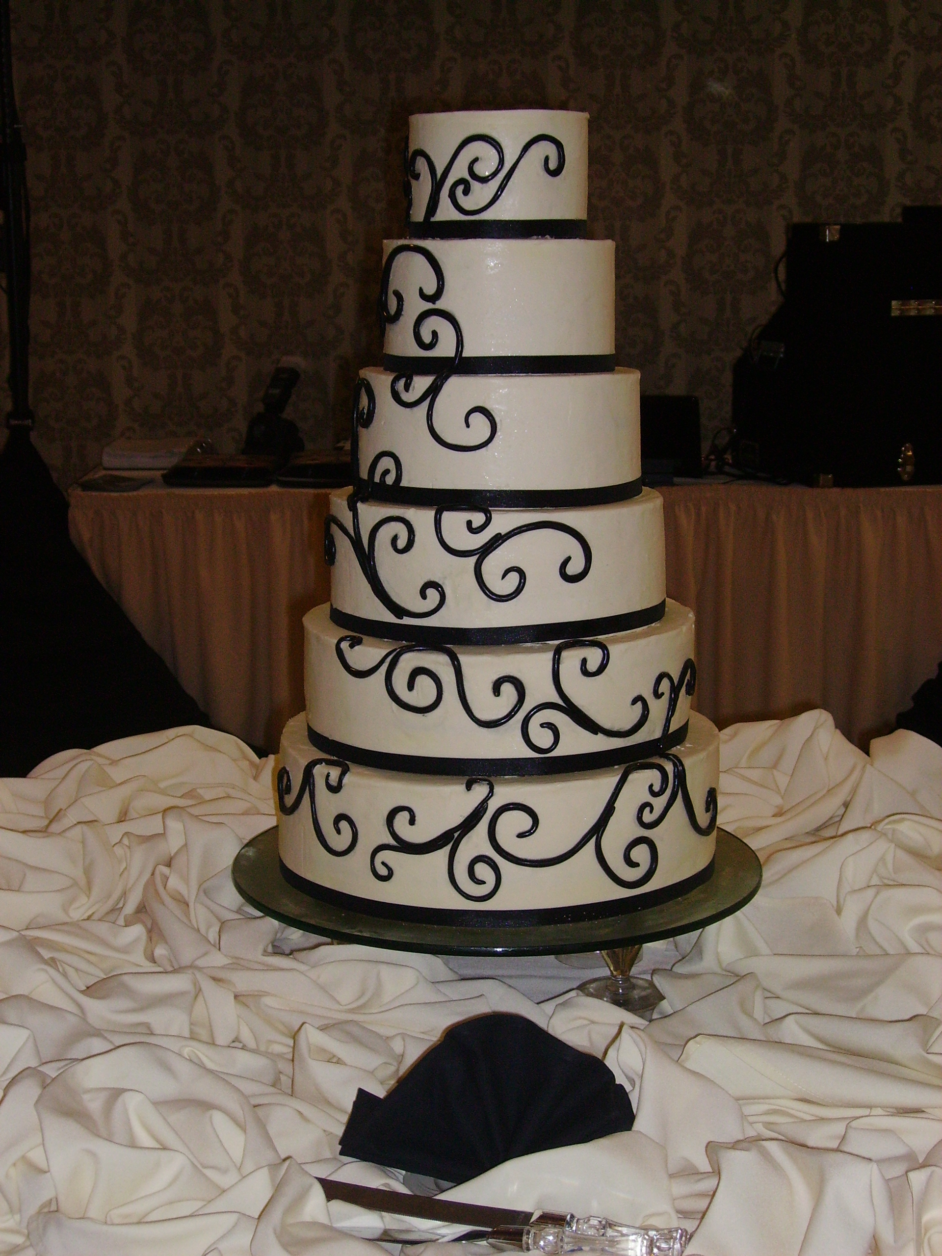 Black & White Simple Elegant Swirl Cake