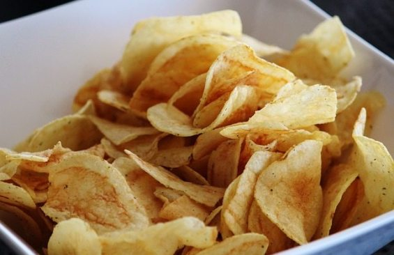 chips 476359 640 - Cancer causing foods you should avoid