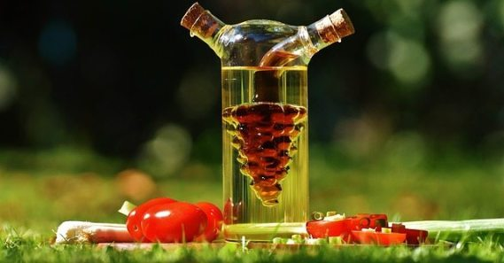 vinegar 1667900 640 - Cancer causing foods you should avoid