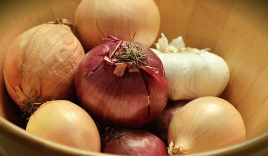 onions 1516383 640 - 8 foods that will detox your body