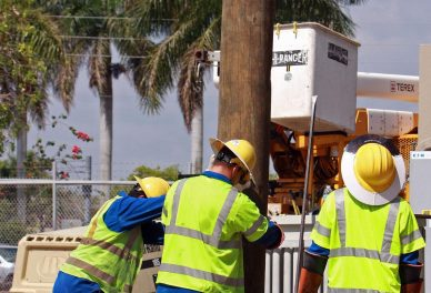 MIAMI hardening 2 scaled - FPL strengthens the electric grid serving the city of Miami as part of 2018 reliability and storm preparedness efforts