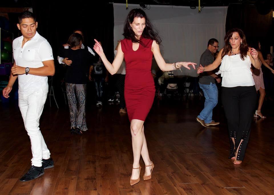 Yansi Meoqui dancing Salsa
