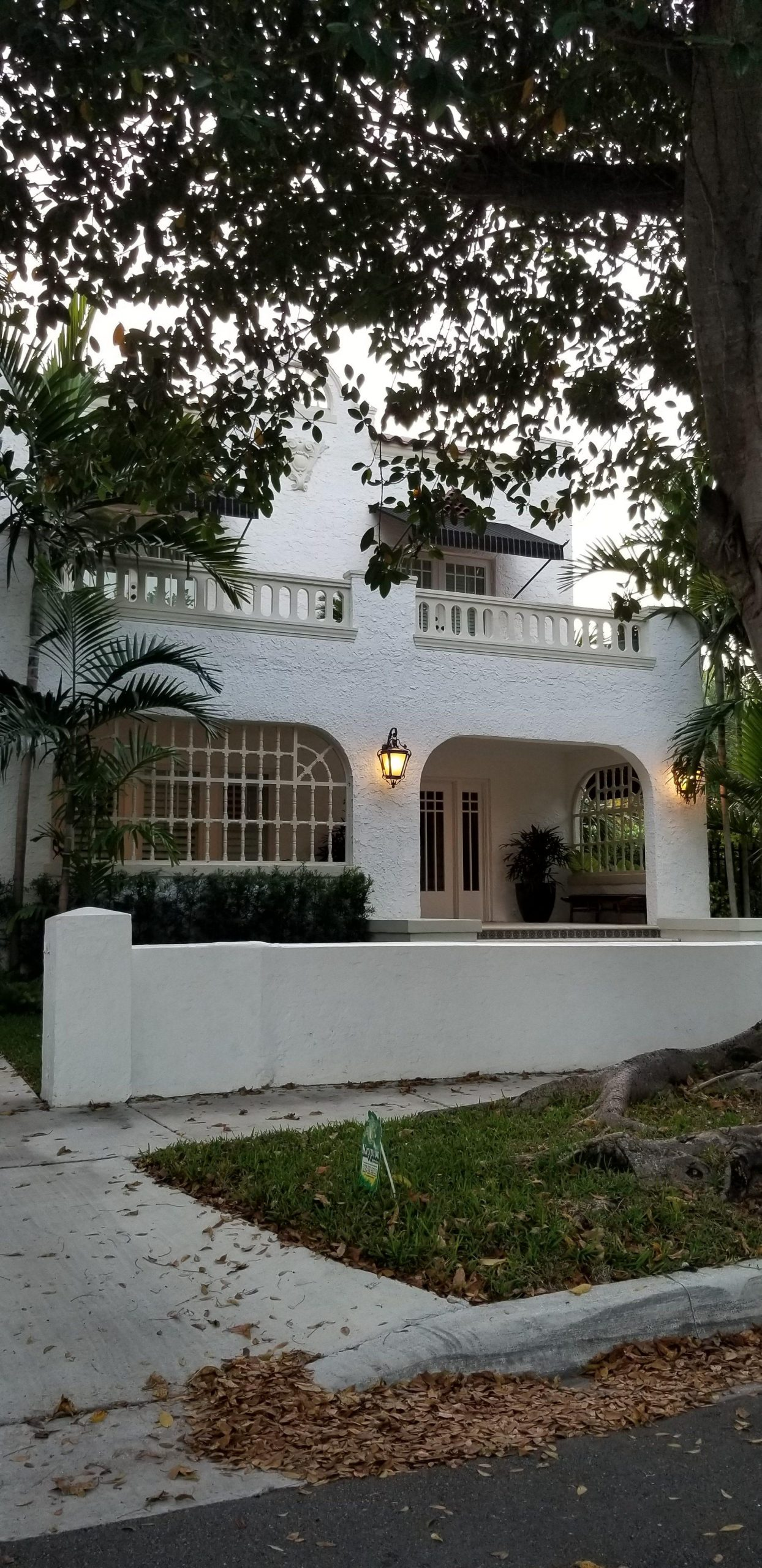 Hme e1555437234552 scaled - Shenandoah, un pintoresco barrio ubicado en los predios de la Pequeña Habana
