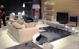composizione con divano Upgrade, stand Calligaris