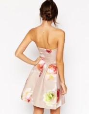 Robe bandeau matelassée à grosses fleurs, Asos, 37,99 euros