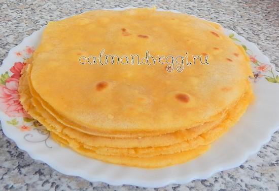 Домашняя тортилья из кукурузной муки (мексиканские кукурузные лепешки). Рецепт.
