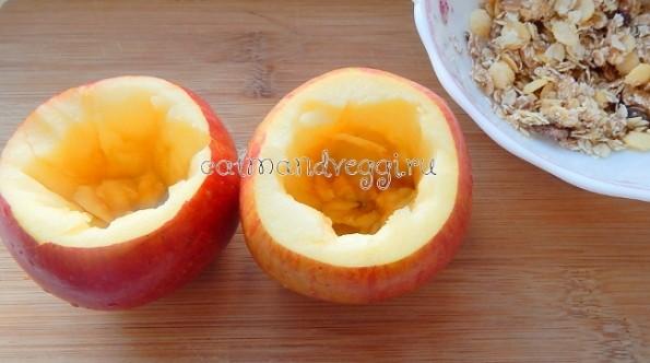 Запеченные яблоки с овсянкой и сухофруктами рецепт с фото