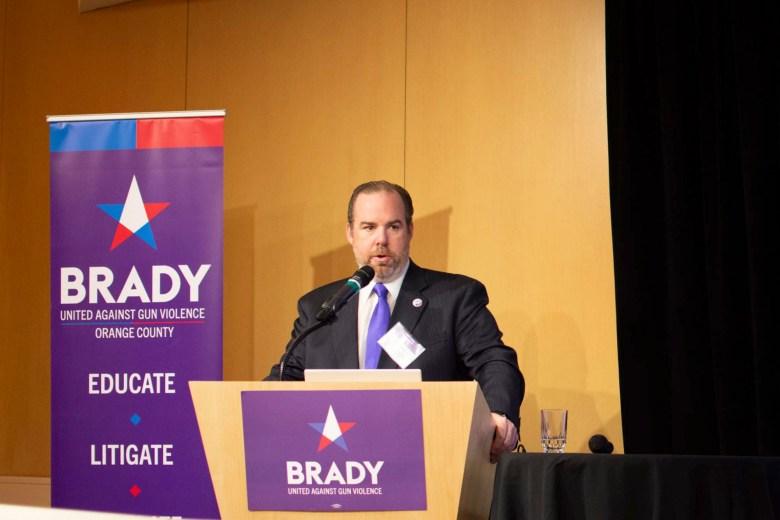 Stephen Lindley, ex funcionario del Departamento de Justicia del estado, pronuncia un discurso sobre la implementación de la ley de armas de fuego en la Conferencia Brady de California en noviembre de 2019. Foto cortesía de Stephen Lindley