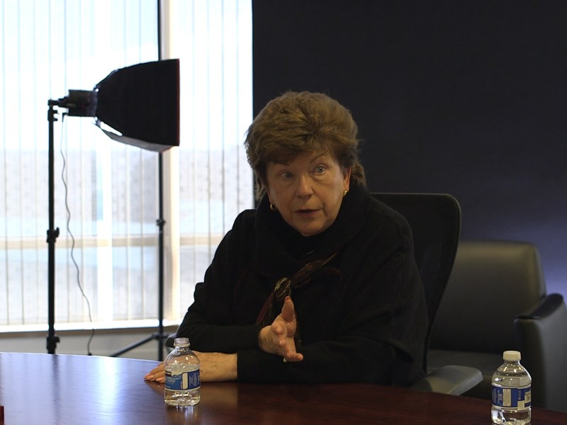 Candidate for governor Delaine Eastin speaks to reporters at the CALmatters office in Sacramento. Photo by Byrhonda Lyons.