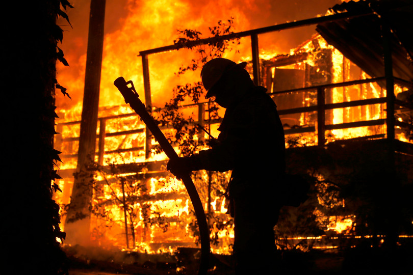 Sacramento Metropolitan firefighters battle the Camp Fire. Photo by Karl Mondon/Bay Area News Group