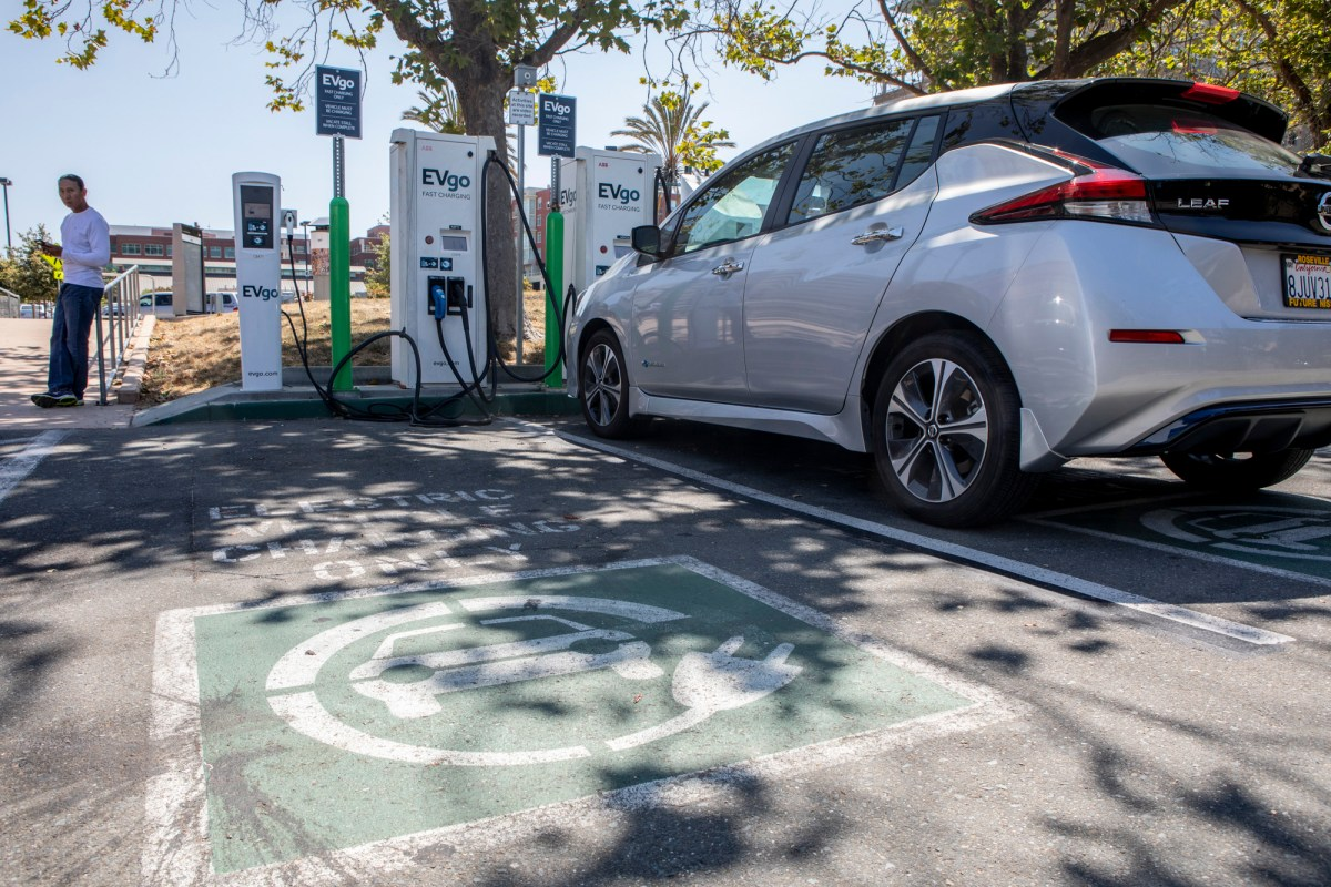 An electric car charges at a rapid charge station at the Emeryville Public Market on July 5, 2019. Photo by Anne Wernikoff for CalMatters.