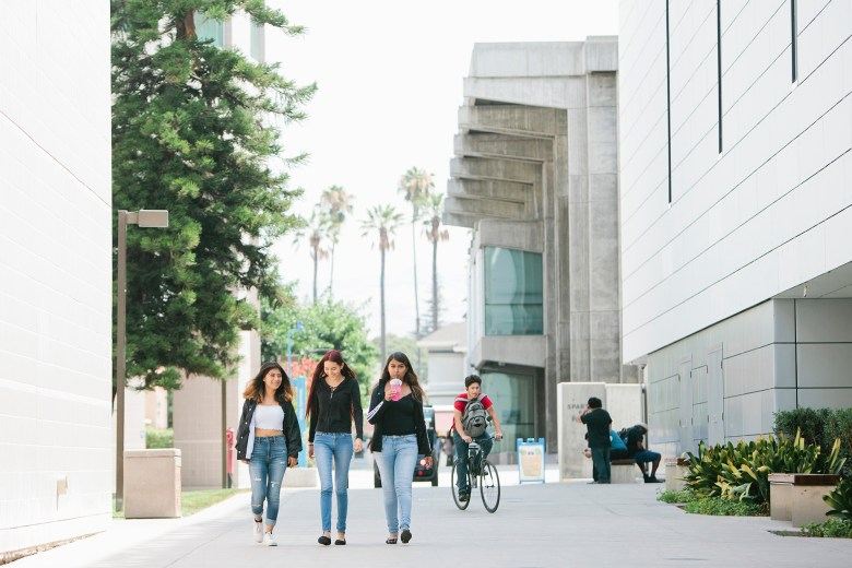 From left, incoming freshmen at San Jose State University walk through campus in San Jose, Calif., Thursday, July 25, 2019. Photo by Alison Yin for the Hechinger Report