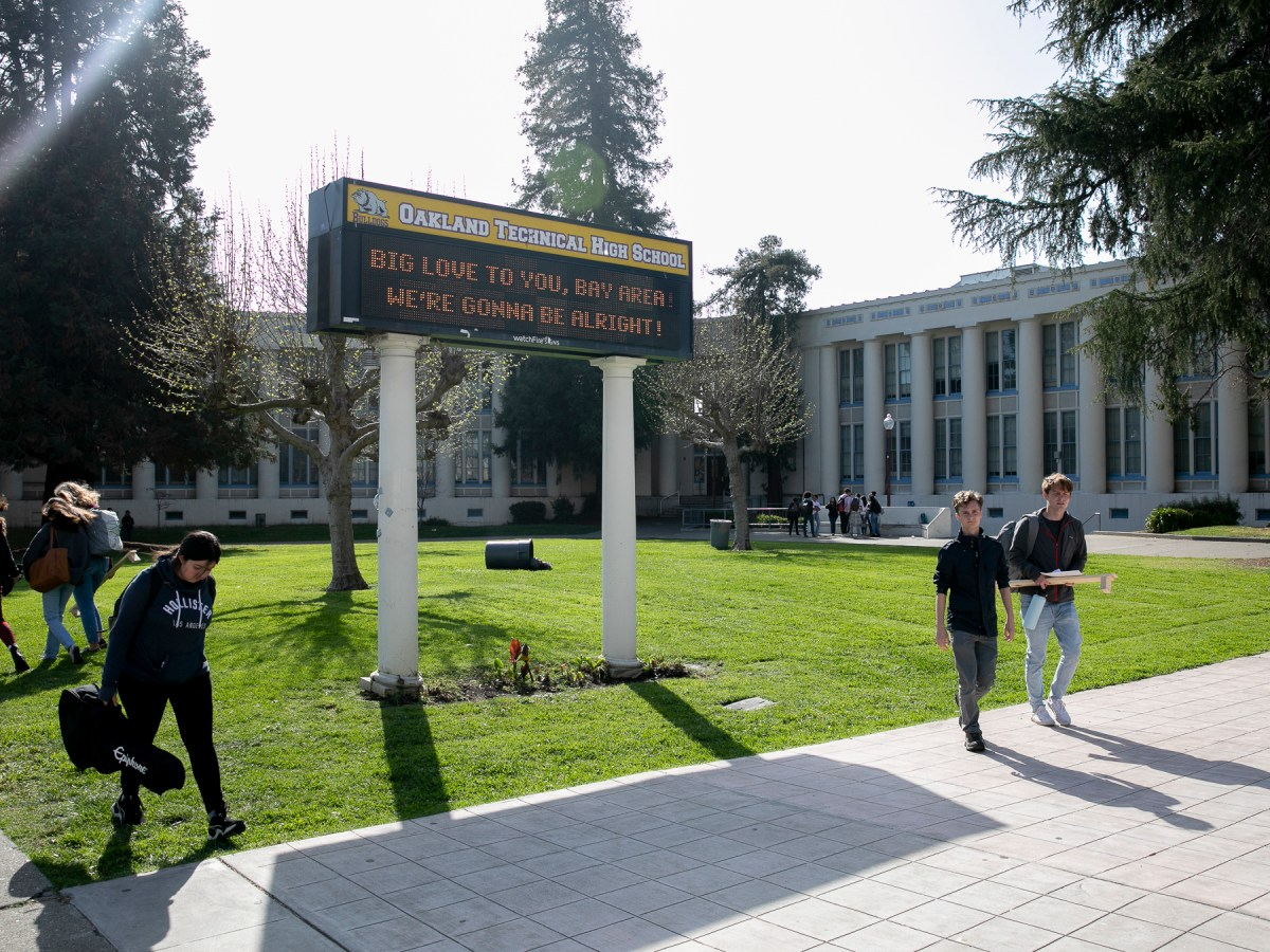 Oakland Technical High School students leave campus after it was announced that all Oakland schools would close for three weeks over coronavirus concerns on March 13, 2020. Photo by Anne Wernikoff for CalMatters