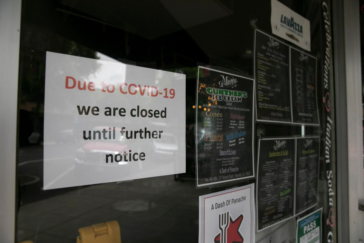 Despite the green light to move into phase two of reopening for Placer County, many businesses in downtown Roseville remain closed on May 14, 2020. Photo by Anne Wernikoff for CalMatters