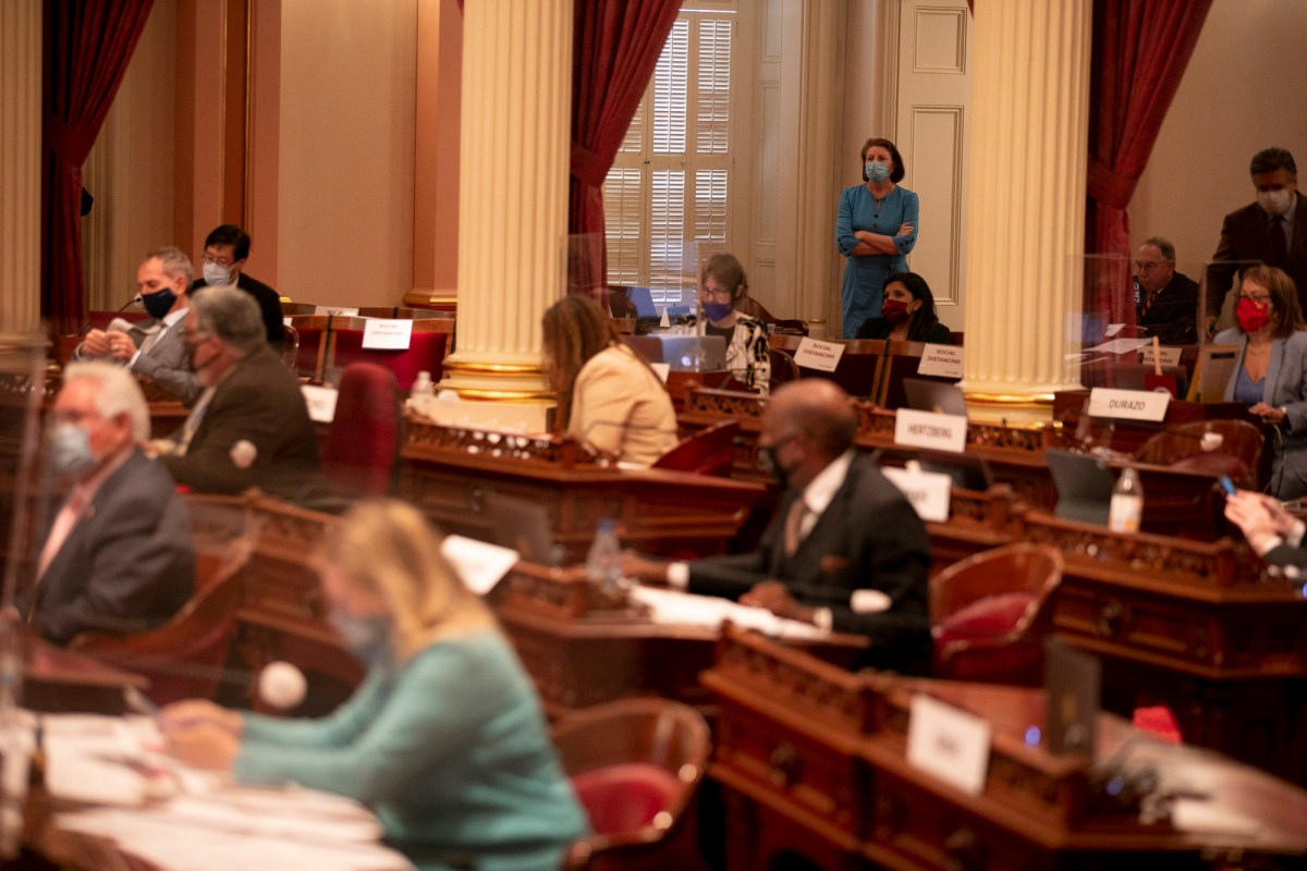 State senators wear masks and social distance during floor session on the last day of the legislative session on Aug. 31, 2020. Photo by Anne Wernikoff for CalMatters