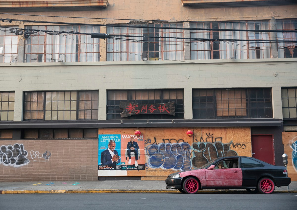 A restaurant in Oakland remains closed on Sept. 1, 2020. Photo by Anne Wernikoff for CalMatters