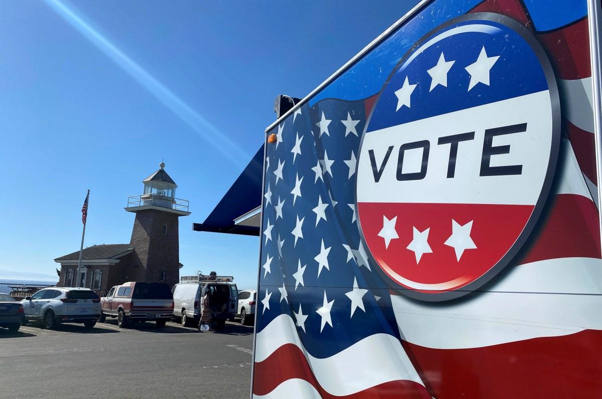 Santa Cruz Votemobile. Photo courtesy of Santa Cruz County Clerk