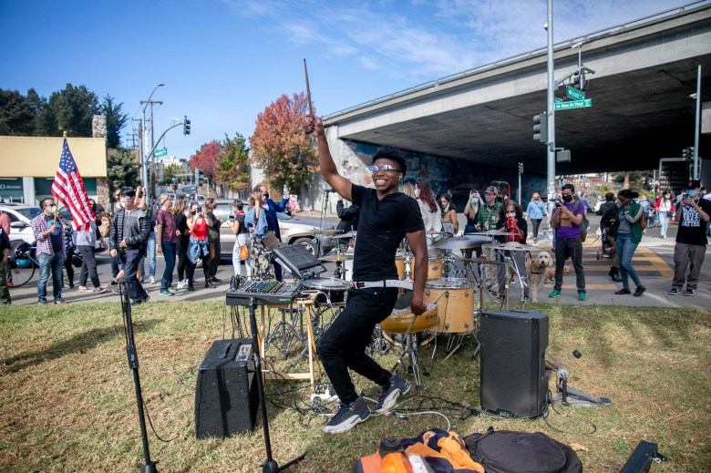 Local musician Aaron Warren dances to 'Dance a lil different' by Bay Area rapper Priceless Da Roc at Lake Merritt on Nov. 7, 2020. Photo by Anne Wernikoff for CalMatters