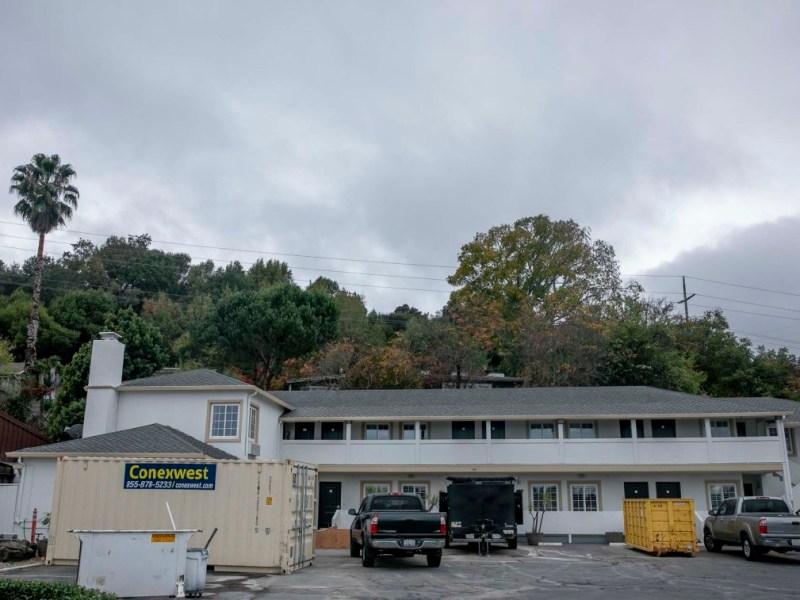 Americas Best Value Inn Corte Madera, un motel de 18 unidades, se encuentra entre las propiedades que Project Homekey está apuntando para viviendas para personas sin hogar. El programa de $800 millones expira a fin de año. Foto de Anne Wernikoff para CalMatters