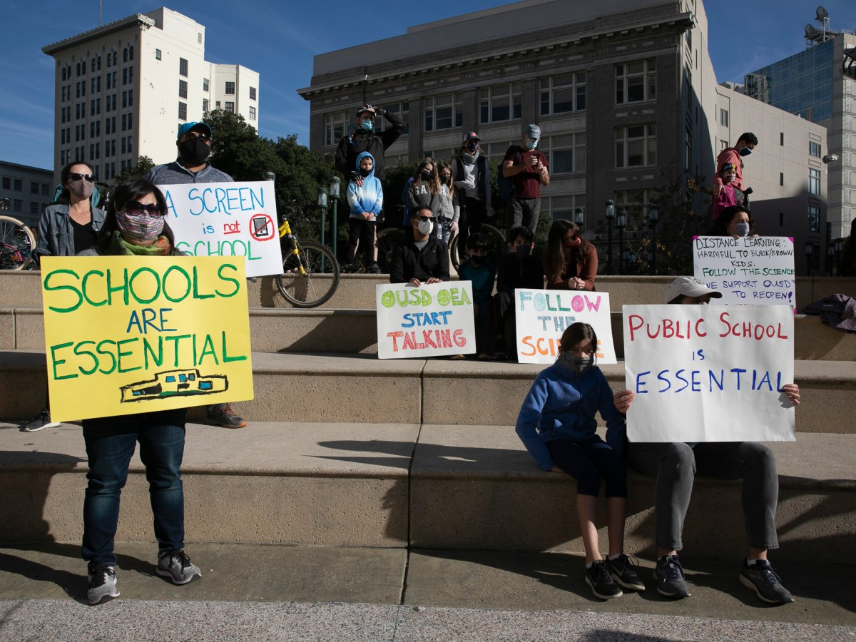 Families gathered at Frank Ogawa Plaza in Oakland to protest the continuation of public school closures across California on Dec. 5, 2020. Photo by Anne Wernikoff for CalMatters