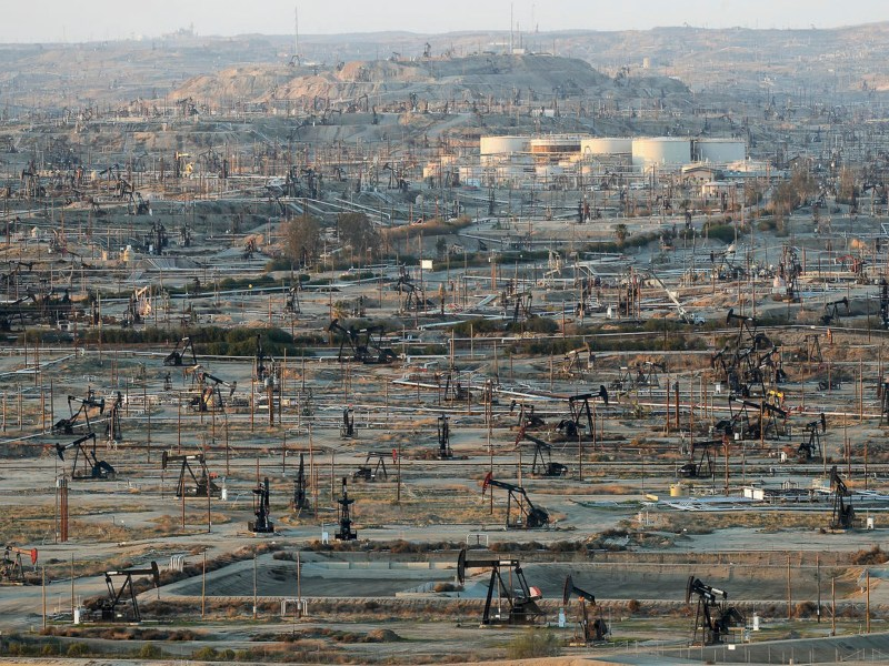 Oildfield infrastructure dominates the landscape at the densely developed Kern River oil field just outside of Bakersfield on Feb. 20, 2020. Photo by Jay Calderon, The Desert Sun