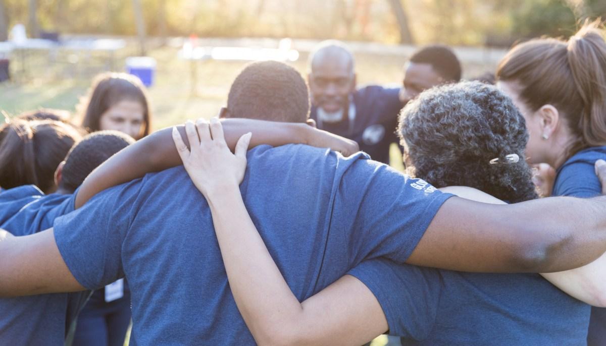 California ha reconocido la necesidad de seguir invirtiendo en soluciones a la violencia basadas en la comunidad. Foto vía iStock