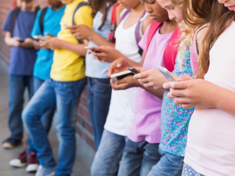 Los defensores quieren que los legisladores de California hagan más en términos de regular las plataformas de redes sociales. Imagen a través de iStock
