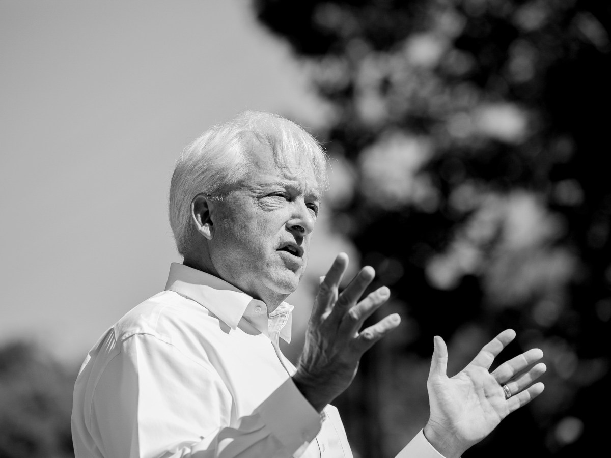 Republican recall candidate John Cox speaks during a campaign event at Miller Regional Park in Sacramento on May 4, 2021. Photo by Anne Wernikoff, CalMatters