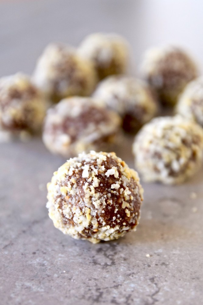 Cacao Coconut Cashew Balls