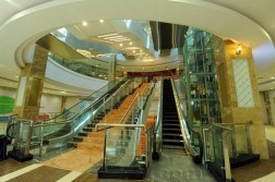 covered shopping mall