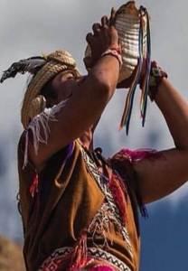 Hombre en ritual andino