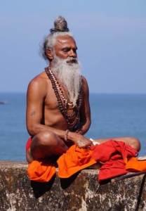 Hombre hindú meditando